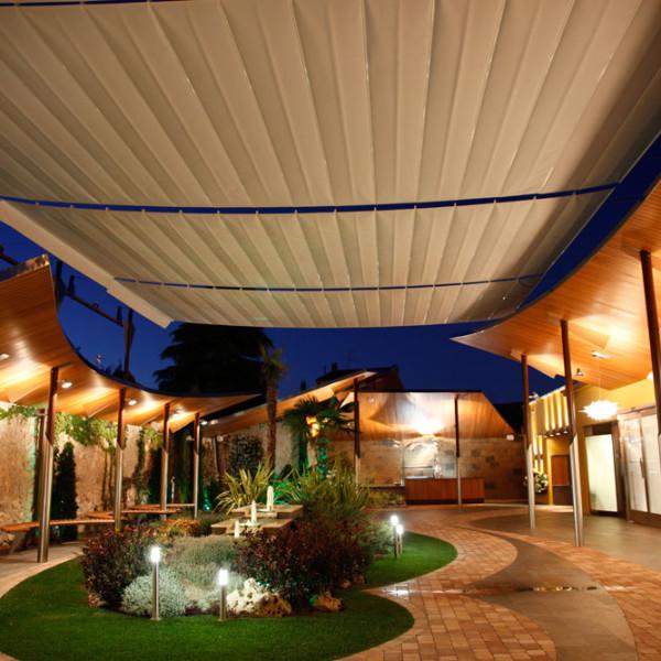 Diseño Exterior Hotel con Techo