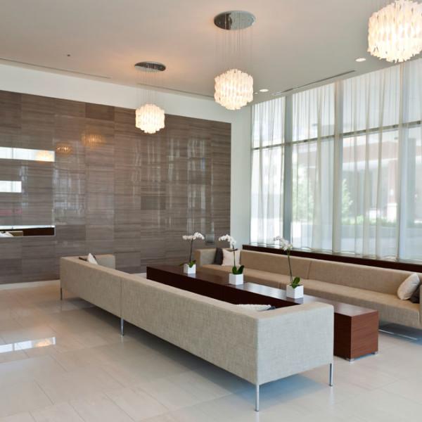 Construcción e Interiorismo Sala de Recepción Blanca